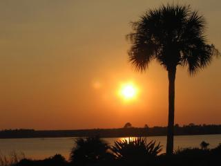 LakeFRONT Villas Free Sunsets Disney from$60/night - Orlando vacation rentals