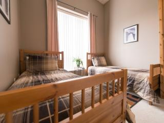 Perfect Condo with Internet Access and A/C - Niagara Falls vacation rentals