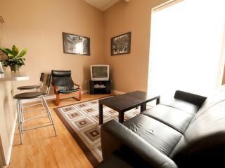 Superior 2 -Weekly Discounts! - Niagara Falls vacation rentals