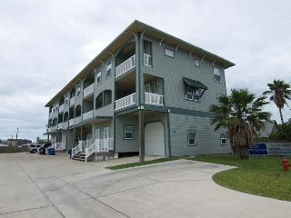 Spacious 2 bedroom 2 1/2 bath condo in Signal Point. - Port Aransas vacation rentals