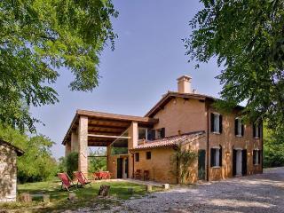 Casa Linda - Padua vacation rentals
