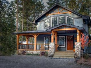 Cobblestone Cottage, Radium Hot Spring passes incl - Radium Hot Springs vacation rentals