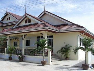 Luxury 3 Bedroom 2 Bathroom detached Bungalow - Cha-am vacation rentals