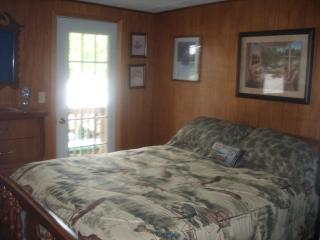 COTTAGE W/HOT TUB Memorial special $199. a nt. - Rocky Mount vacation rentals