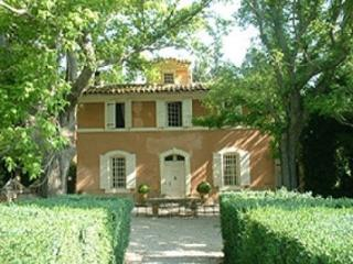 French Farmhouse Holiday Rental with a Pool, Aix en Provence - Aix-en-Provence vacation rentals