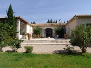Holiday rental Villas Saint Remy De Provence (Bouches-du-Rhône), 350 m², 6 500 € - Les Brévières vacation rentals