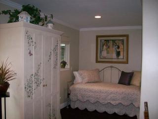 BJ's Nest Garden Studio,w/Hot Tub - Napa vacation rentals