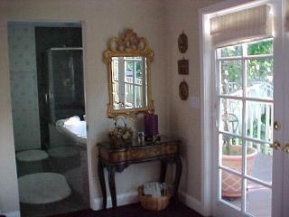 BJ's Nest~Tranquil Studio Apartment Retreat, w/Hot Tub.  Close To Downtown Napa. - Napa vacation rentals