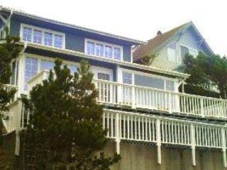 Beach Treasure...just 1/2 block to the beach - Beach Treasure...ocean views from every room! - Oceanside - rentals