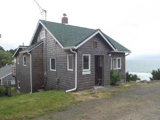 Gertie's Cabin with unobstructed ocean views! - Oceanside vacation rentals