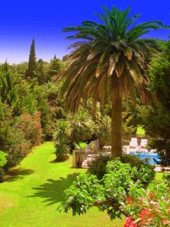 Heated Pool - Child friendly gardens - Beach 10min - Perpignan vacation rentals
