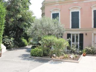 SPACIOUS 2 BEDROOM GROUND FLOOR APARTMENT IN NICE AT ONLY 150 M FROM BEACHFRONT - Nice vacation rentals