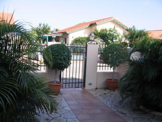 Aruban Tropical Villa in Punto de Oro - Noord vacation rentals