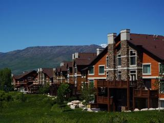 LakeFront Condo w/ Hot Tub - Minutes to Snowbasin. - Huntsville vacation rentals