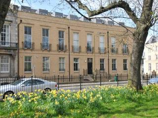 Hopetoun Garden Apartment Parking WiFi Washer - Edinburgh vacation rentals