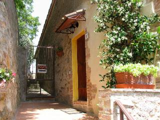 Casina di Rosa - cosy home in a village in Tuscany - Civitella Marittima vacation rentals
