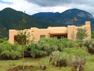 Casa Cantando (House of song) - Taos vacation rentals
