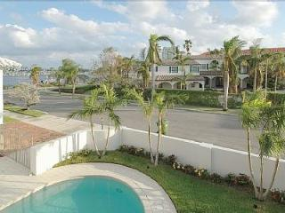 Las Olas Retreat, with pool and Grand Canal view - Fort Lauderdale vacation rentals