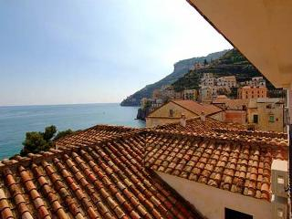 Ciliegia-Sea view/few steps from the sea - Minori vacation rentals