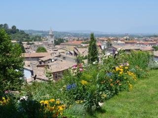 UNIQUE APARTMENT, PANORAMIC GARDEN, old town - Acquasparta vacation rentals