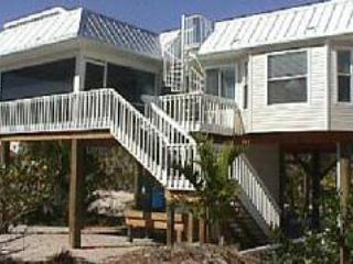 back of house - Romantic Beach House w/ private pool & rooftop spa - Captiva Island - rentals