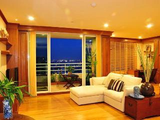 Luxury 2BR City/Riverside Condo, Jacuzzi, WIFI - Bangkok vacation rentals
