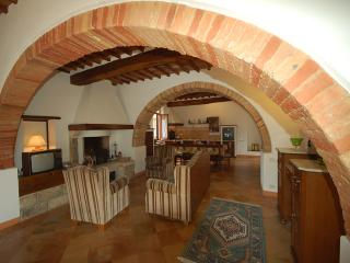 Comfortable Condo with Television and Central Heating - Monteriggioni vacation rentals
