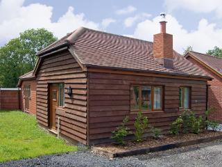 SWALLOW COTTAGE, family friendly, country holiday cottage, with a garden in Durley, Ref 4182 - Southampton vacation rentals