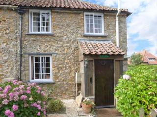 RAMBLER'S COTTAGE, pet friendly, country holiday cottage, with a garden in Walesby, Ref 4165 - Caistor vacation rentals