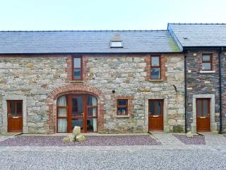 THE COACH HOUSE, COASTGUARD COURT, family friendly, with a garden in Cullenstown, County Wexford, Ref 3928 - Tomhaggard vacation rentals
