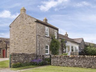 HARMBY MOOR FARM COTTAGE, pet friendly, country holiday cottage, with a garden in Leyburn, Ref 4096 - Leyburn vacation rentals