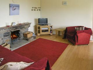 HEN FELIN ISAF, pet friendly, with open fire in Red Wharf Bay, Ref 3938 - Llanddona vacation rentals