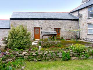 BARN COTTAGE, character holiday cottage, with a garden in Mabe Near Falmouth, Ref 2111 - Cornwall vacation rentals