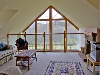 BIRCH COTTAGE, family friendly, character holiday cottage, with a garden in Crathie, Ref 4052 - Crathie vacation rentals