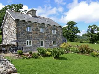 TY MAWR, family friendly, luxury holiday cottage, with a garden in Llanuwchllyn, Ref 4123 - Llanuwchllyn vacation rentals