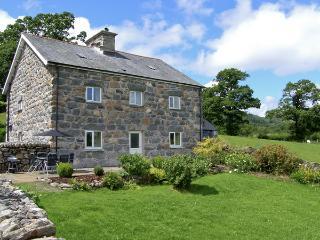 TY MAWR, family friendly, luxury holiday cottage, with a garden in Llanuwchllyn, Ref 4123 - Llanuwchllyn vacation rentals