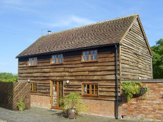 THE HAY BARN, family friendly, character holiday cottage, with open fire in North Piddle, Ref 4062 - Inkberrow vacation rentals