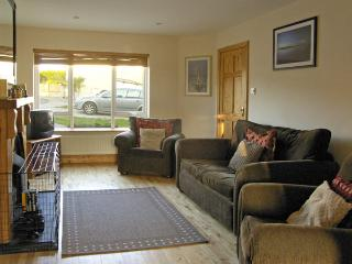 19 RIVER GLEN, pet friendly, with a garden in Curracloe, County Wexford, Ref 4072 - Curracloe vacation rentals