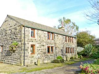 STABLES COTTAGE, family friendly, character holiday cottage, with a garden in Hebden Bridge, Ref 3964 - Hebden Bridge vacation rentals