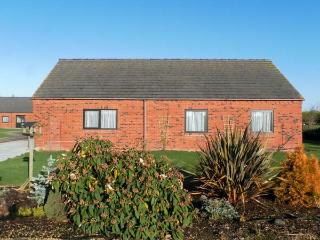 POUND COTTAGE, pet friendly, country holiday cottage, with a garden in Riccall , Ref 4010 - Riccall vacation rentals