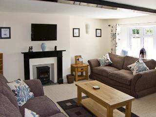 PEACE COTTAGE, pet friendly, character holiday cottage, with a garden in Stainton, Ref 3983 - Barnard Castle vacation rentals