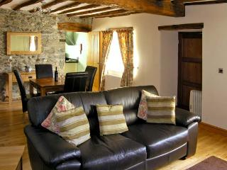 ISALLT, pet friendly, character holiday cottage, with a garden in Llanfair, Ref 4082 - Llanfair vacation rentals