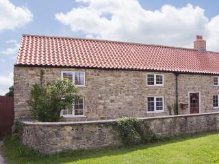MILLSTONE COTTAGE, pet friendly, character holiday cottage, with a garden in Thornton Watlass , Ref 4152 - Bedale vacation rentals