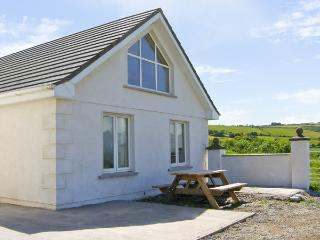 AN LISIN, pet friendly, character holiday cottage, with a garden in Ring, County Waterford, Ref 4163 - Tallow vacation rentals