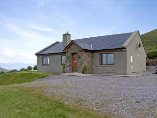 KILCRENAGH, pet friendly, country holiday cottage, with a garden in Glenbeigh, County Kerry, Ref 4179 - Glenbeigh vacation rentals