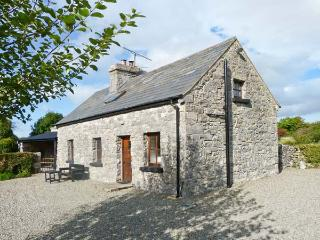 CLOONCORRAUN COTTAGE, pet friendly, character holiday cottage, with a garden in Ballinrobe, County Mayo, Ref 4191 - Ballinrobe vacation rentals