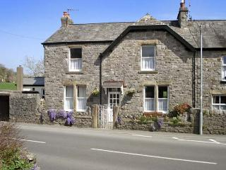 RIVERSIDE VIEW, pet friendly, country holiday cottage, with a garden in Cark In Cartmel , Ref 4195 - Cark vacation rentals