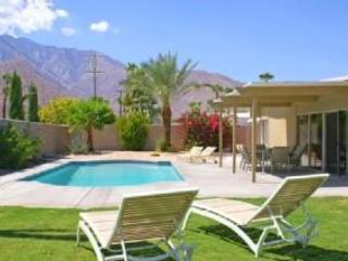Fully Private Enclosed Yard, Quiet, Mountain Views, South Facing Pool w/ Sun All Day, Near Downtown. - Beautiful Fun Private Palm Springs Pool House, Spa - Palm Springs - rentals