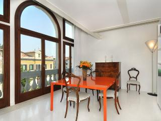 Bright 2 bedroom Vacation Rental in Venice - Venice vacation rentals