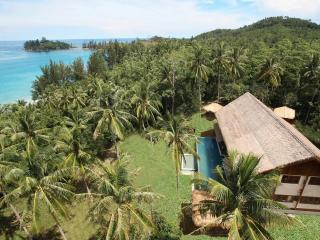 Perfect Villa with Balcony and Waterfront - Kota Kinabalu vacation rentals